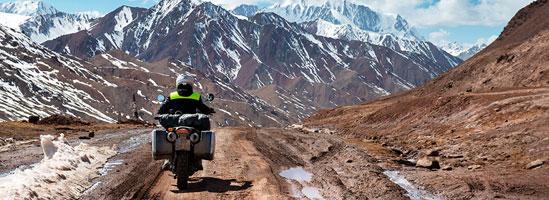 Scurtă pauză de la muncă, o motocicletă şi o excursie relaxantă