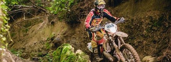 Părerea riderilor străini Red Bull Romaniacs despre interzicerea motocicliştilor în pădurile Sibiului