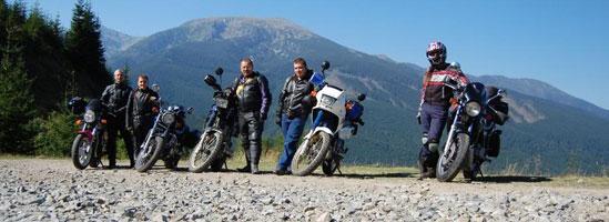 Ieşiri cu familia, fiecare cu motocicleta lui