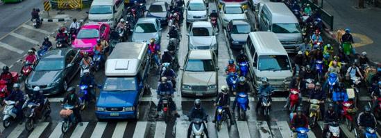 Motocicliştii primii la semafor. De ce?
