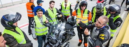 Lecţii de pilotaj la BMW Motorrad Track Days