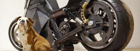 Motocicleta alimentată cu vânt şi lumină este visul unei lumi perfecte