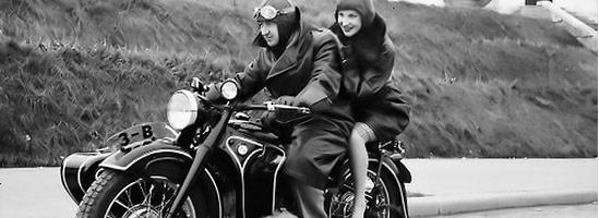 România motociclistică în imagini şi povestiri din secolul XX