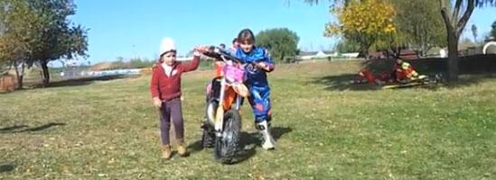 Aida sare cu motorul mai ceva ca tatăl ei